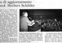 Nei giorni 5, 6 e 7 febbraio 198 1 il Prof. Schilder ha tenuto un corso teorico pratico a Torino, patrocinato dalla Scuola di Specializzazione in Odontostomatologia dell'Università di Torino. Dopo aver affrontato argomenti come i rapporti tra endodonzia e parodontologia e la diagnosi e la terapia delle malattie parodontali con vettore patogeno di origine endodontica, Schilder ha eseguito una terapia endodontica ortograda ed un intervento di apicectomia con otturazione retrograda, che tutti i partecipanti hanno potuto seguire attraverso le riprese televisive a circuito chiuso. La foto mostra il trafiletto apparso nel n° 3/198 1 della rivista Odontostomatologia e Implantoprotesi e raffigurante Schilder mentre parla di fronte alla gremitissima sala.